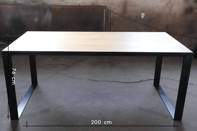 les dimensions de cette table à manger moderne en bambou