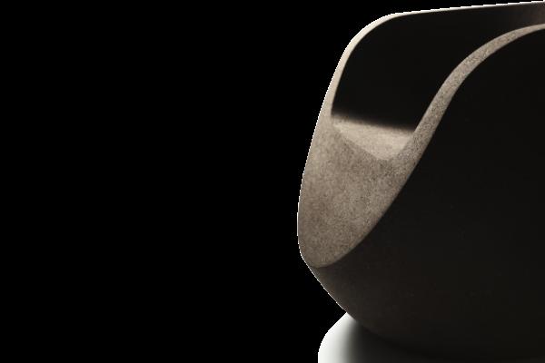 Le fauteuil design Moon est fait par les designers portugais Alzira Peixoto et Carlos Mendonҫa.