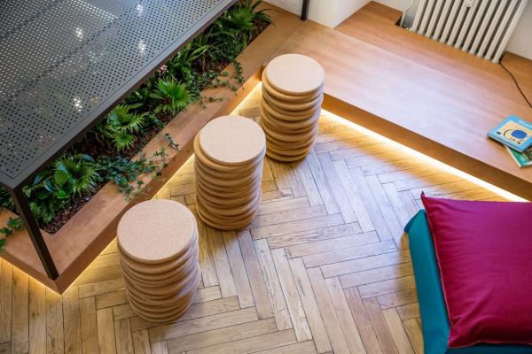 Ces tabourets de style industriel ont un design simple mais naturel et donneront à votre intérieur un accent unique.