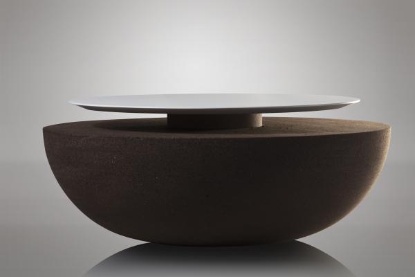 En plus du fauteuil design Moon, nous proposons également une table basse assortie spécialement conçue pour compléter l'aspect et le design naturels