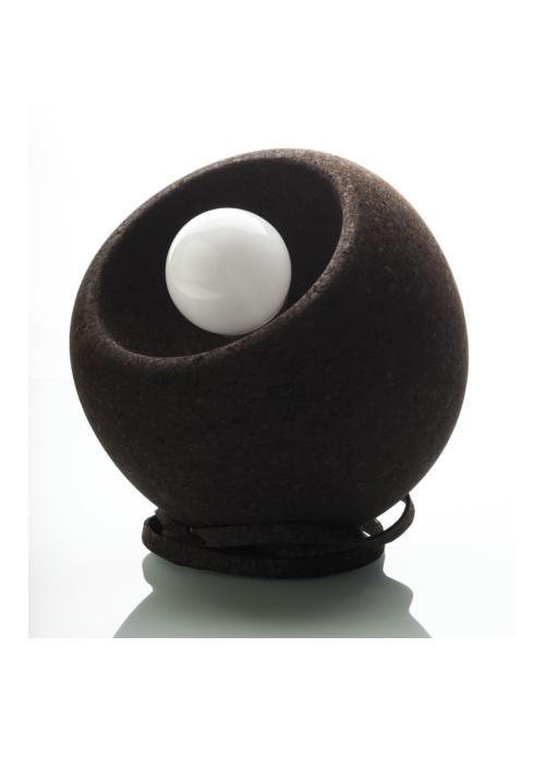 de voordelen van kurk, waaruit deze design bollamp is gemaakt, zijn enorm